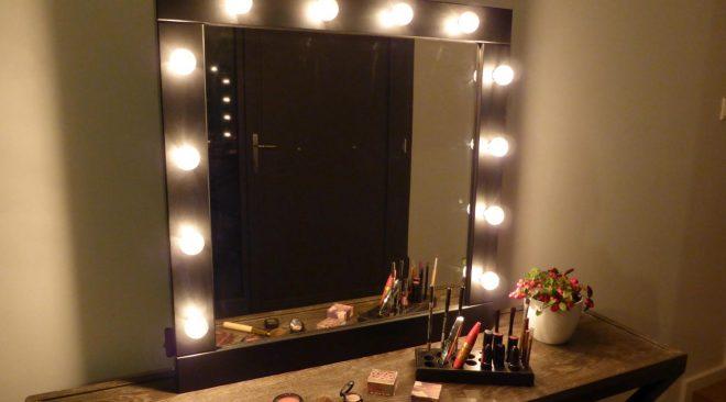 Cosa fare e non fare per illuminare lo specchio da bagno