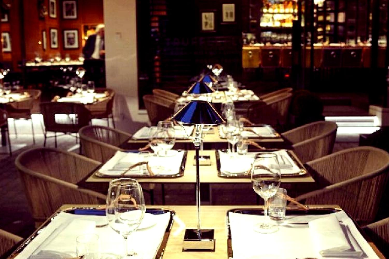 Ambrina tavolo di Anna Lari