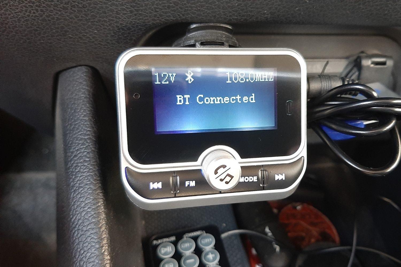 """Ampio display da 1.8"""" sul trasmettitore FM Clydek"""