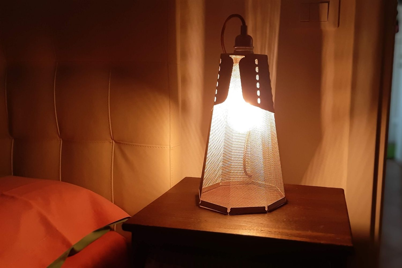 Idealight Lampade Da Terra.Recensione Frac Tavolo Una Lampada In Corten Vestita A Sera