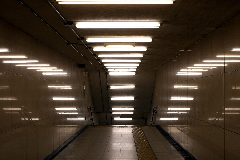 Installazione luminosa con tubi fluorescenti