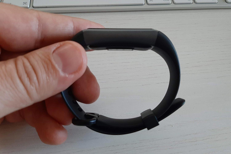 Il design laterale del fitness tracker della Latec