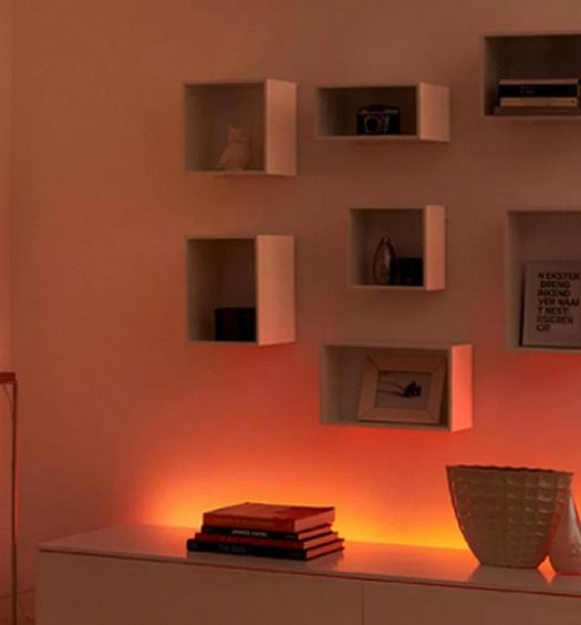 Installazione con Lightstrip Plus Hue di Philips
