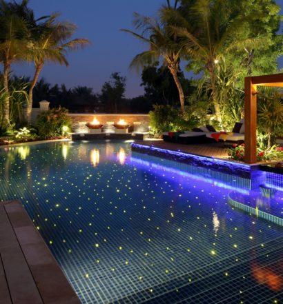 Illuminazione con fibra ottica all'interno di una piscina