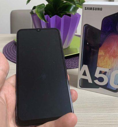 Confezione dello smartphone Samsung Galaxy A50