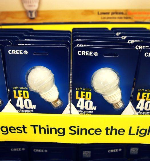 Esempio di scafale con lampadine led in vendita