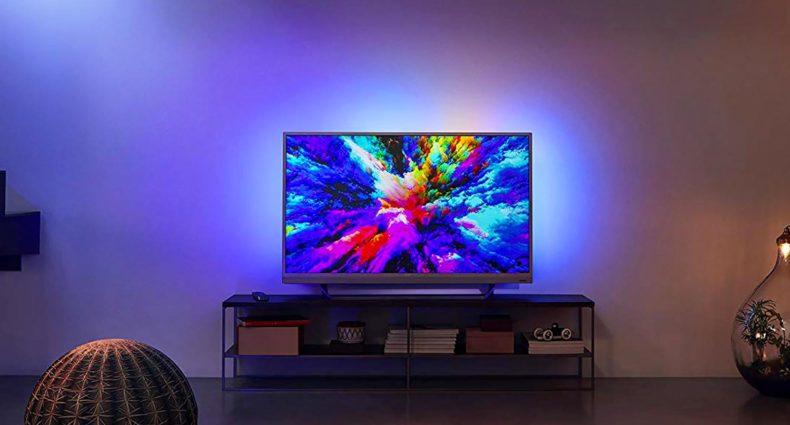 TV Ambilight di Philips ambientato in casa
